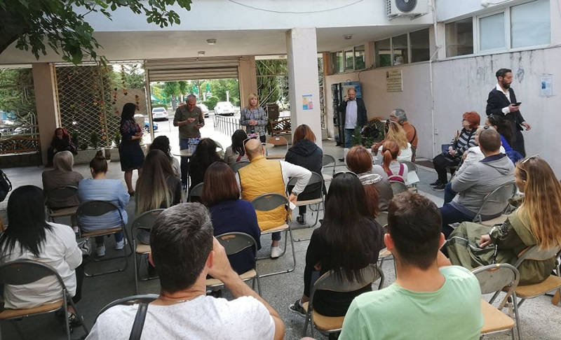 Школите по изкуства и образование в Бургас: Позволете ни да работим