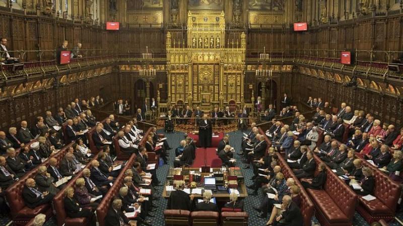 Британският парламент спира работа