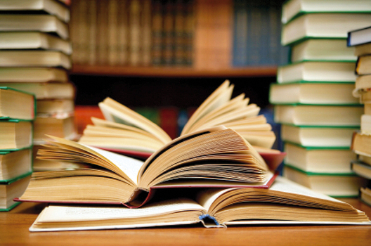 Дариха книги на затворническото общежитие в Дебелт