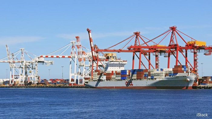 Товарен кораб с българи на борда иска помощ в Австралия заради болни с ковид