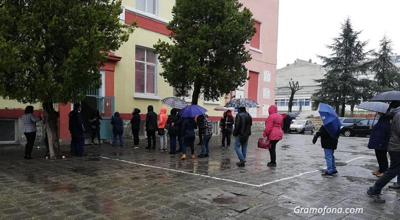 Избирателната активност в Бургаско гони 20%