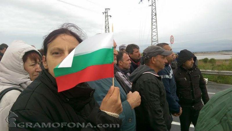 Рудничари блокираха пътя за Слънчев бряг, тръгнаха на среща с кмета