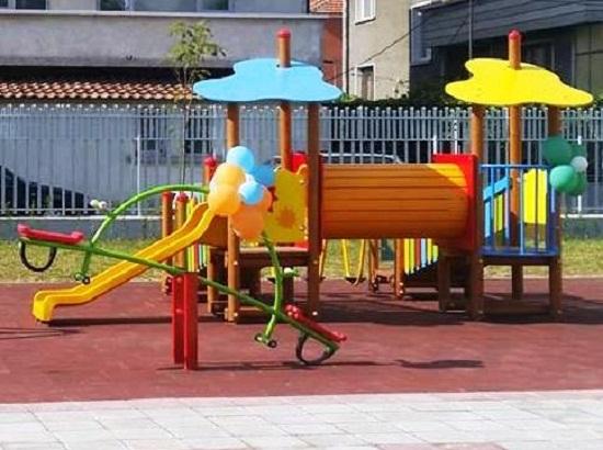 Деца от Пловдив с хранително разтройство, яли риба и супа топчета в градината