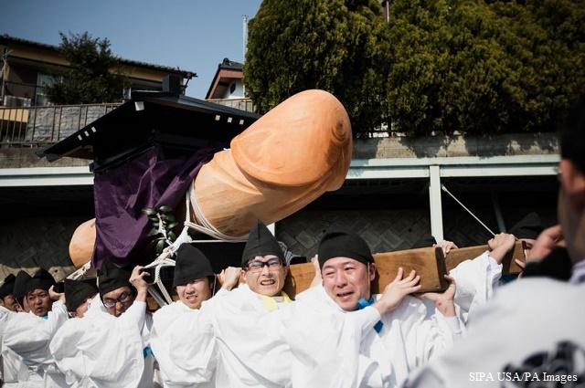 Фестивал на пениса събира хиляди в Япония