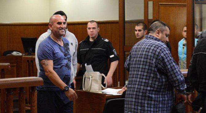 Съдът пуснал Ценко Чоков на зъболекар, той отишъл на кръчма
