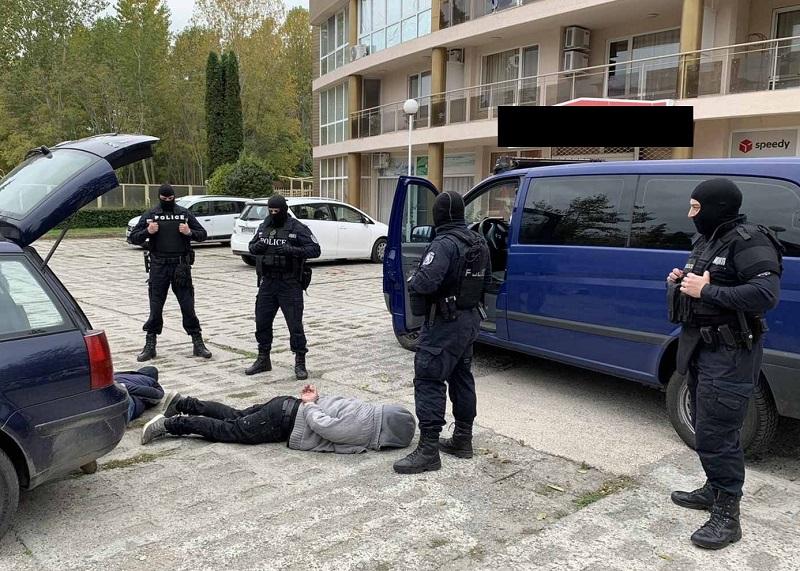 Задържаха варненски гастрольори, обирали апартаменти в Бургас