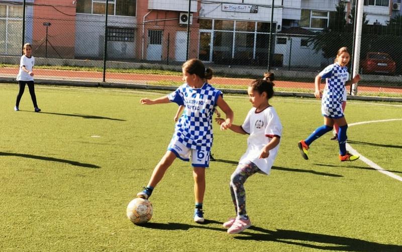 """Бургаски футболистки се бориха с насилието в турнира """"Вкарай гол на агресията"""""""