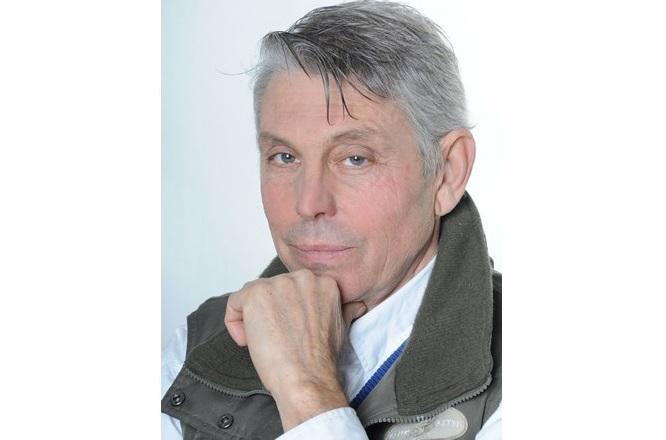 Първият актьор, който се впуска в мечтата на Георги Димитров, е големият Юрий Ангелов