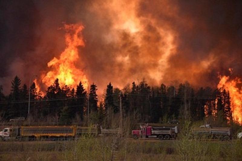 Евакуират 80-хиляди заради пожар в Канада