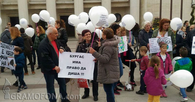 100 души протестират в Бургас заради мръсен въздух