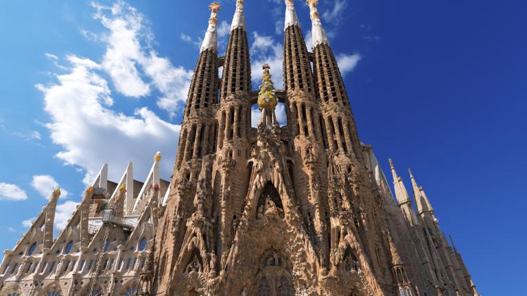 """Световноизвестната """"Саграда Фамилия"""" била строена без разрешително, ще плаща милиони на Барселона"""