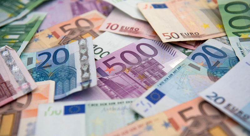 Въвеждат еврото в цяла Европа