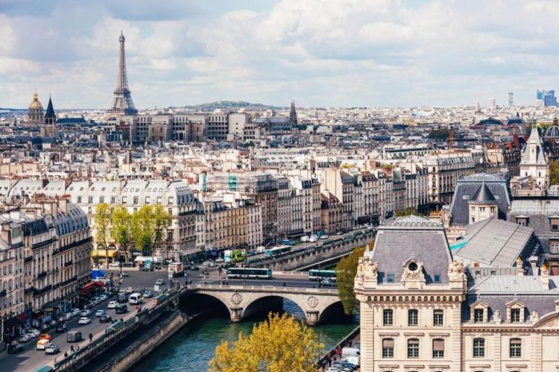 Черен рекорд: 1053 починаха във Франция за ден