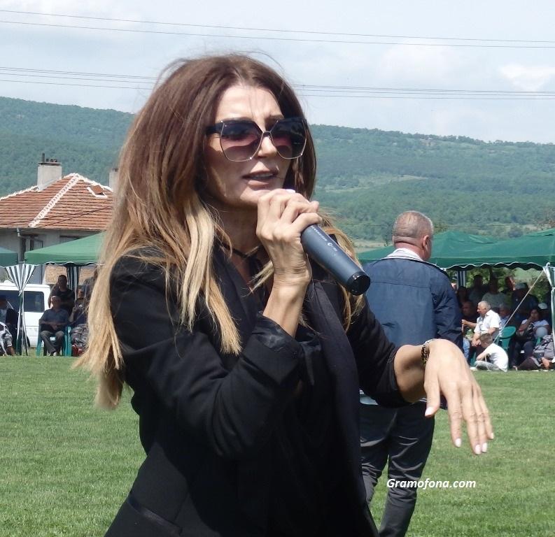 Есил Дюран пя за любовта в Руен