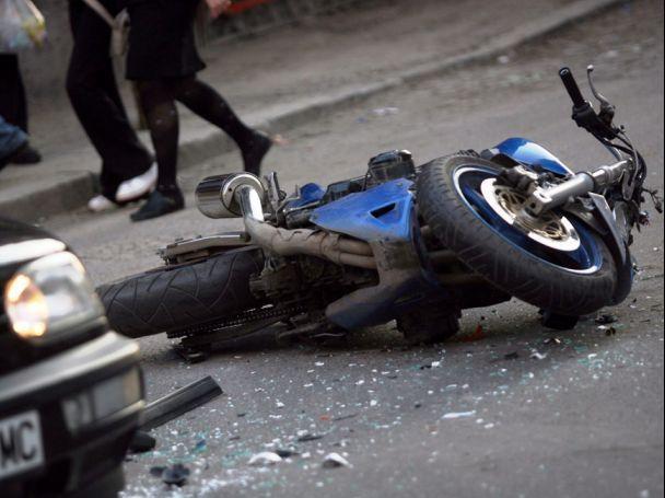 73-годишен шофьор отнел предимството на 17-годишния моторист