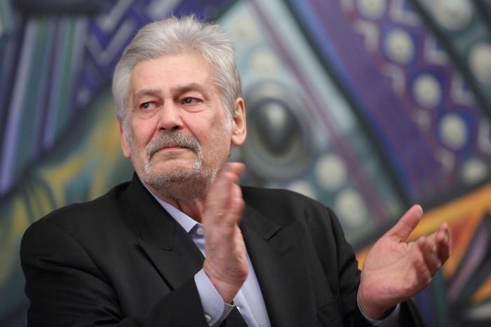 Сменят тазобедрената става на Стефан Данаилов в Бургас