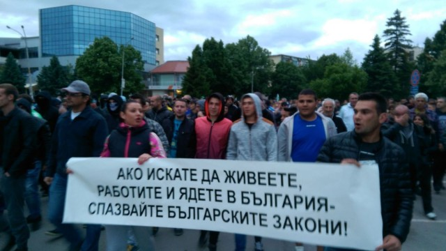 Протестите в Раднево: МВР праща водно оръдие там