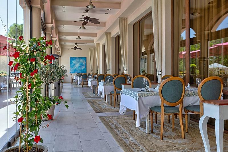 Посрещнете Никулден в Средиземноморски ресторант Салини
