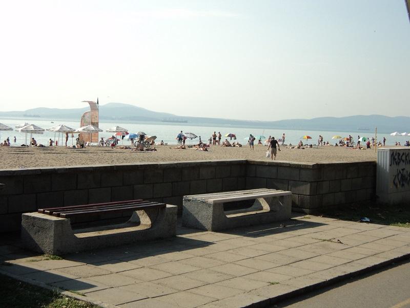 По 90 чувала с боклук на ден изнасят от плажа