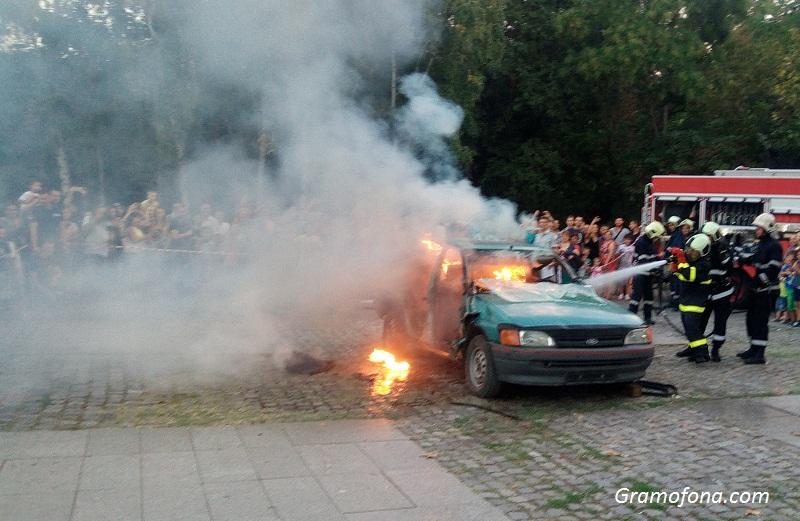 47-годишен запали два автомобила в Меден рудник