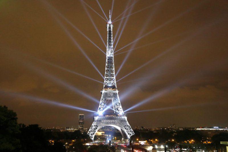 Светлинно шоу за 130-годишнината на Айфеловата кула