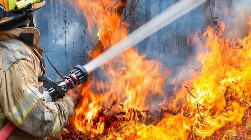 Пожар в цех за пластмасови изделия в Средец