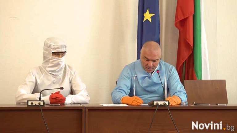 """Марешки и заместничката му се появиха """"опаковани"""" в парламента"""