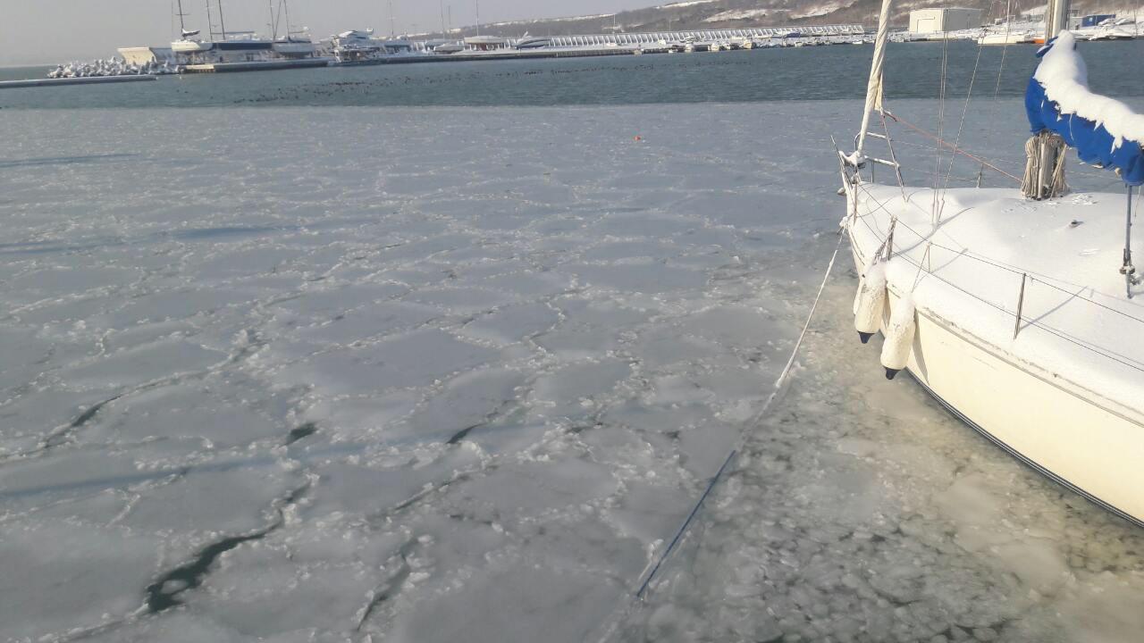 След половин век морето замръзна отново