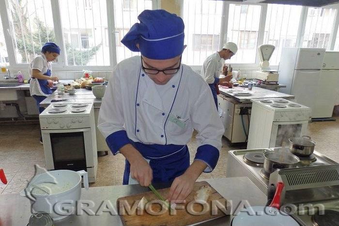 "ПГТ ""Проф. Д-р Асен Златаров""-Бургас обявява прием след VII клас"