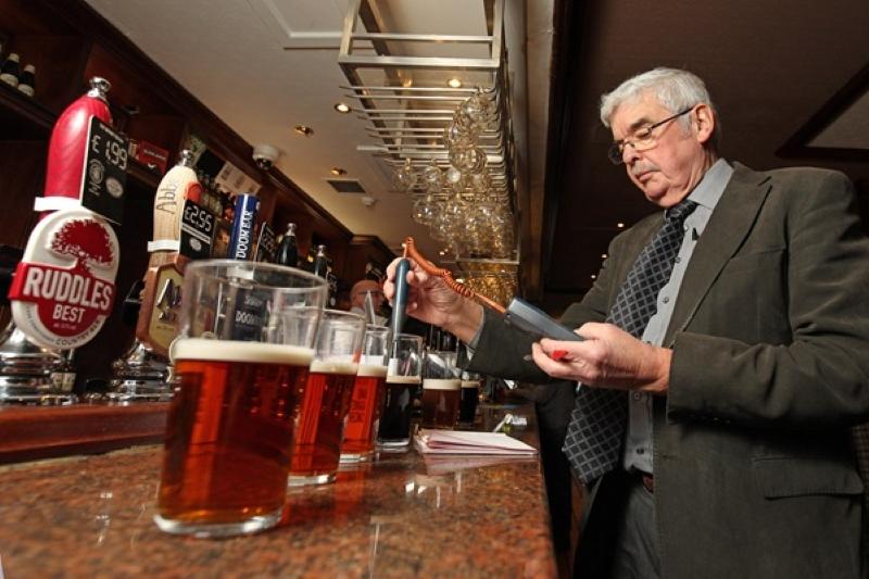 Британска верига пъбове намали наполовина цената на бирата в полза на Брекзит
