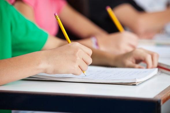 Паника сред училищните директори, МОН реши те да плащат на квесторите