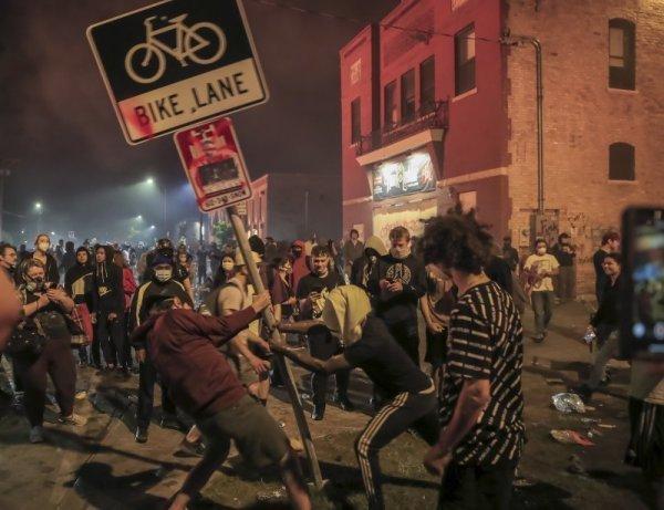 Напрежението в САЩ ескалира, въпреки полицейския час