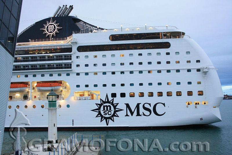 Пасажери от всички континенти на гиганта MSC Opera