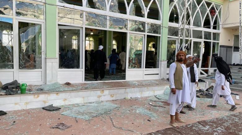 Взрив в джамия в Афганистан, има десетки жертви и ранени