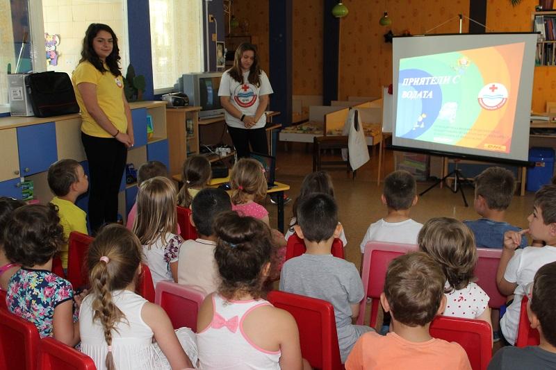 БМЧК- Бургас учат децата как да са приятели с водата