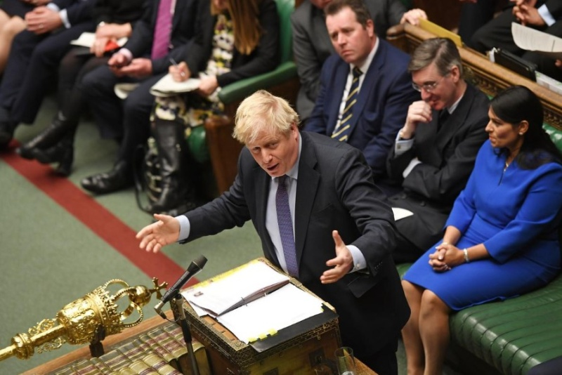 Джонсън уволни четирима британски министри, пети подаде сам оставка