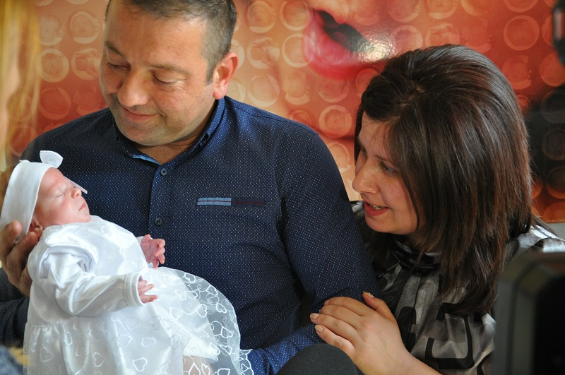 Лекари спасиха недоносено бебе