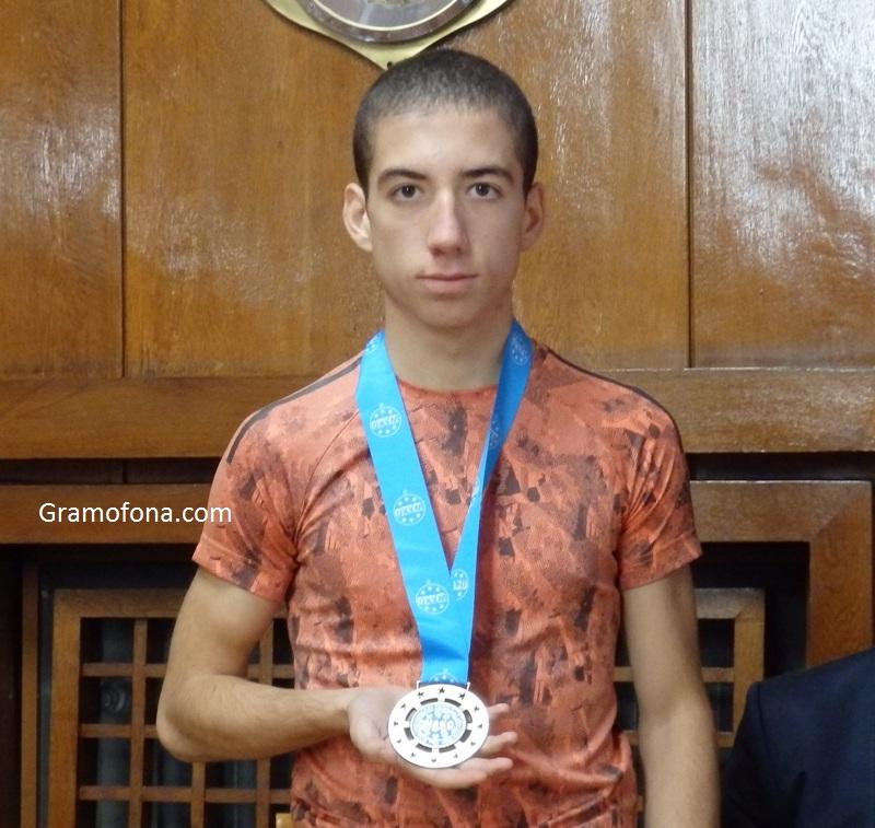Боецът Живко Гюров зарадва Бургас и България с бронз