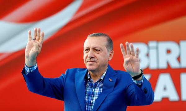 Oтстраниха над 8000 полицаи в Турция