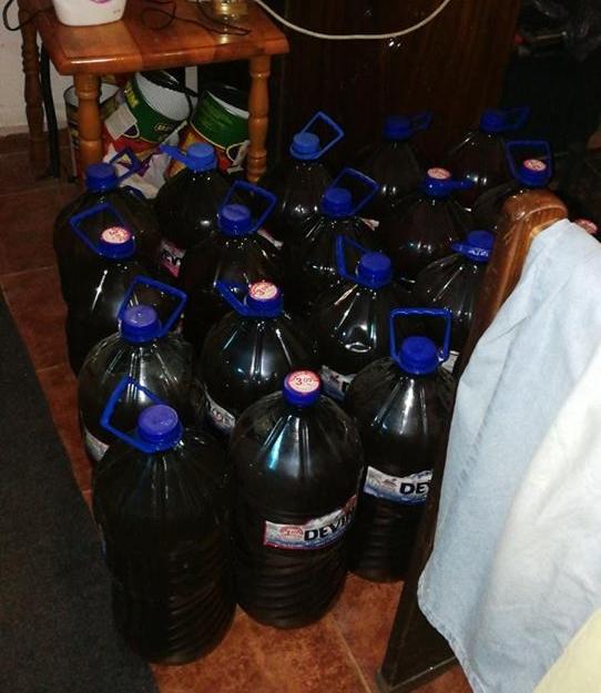 Митничари конфискуваха над 2 тона нелегален алкохол