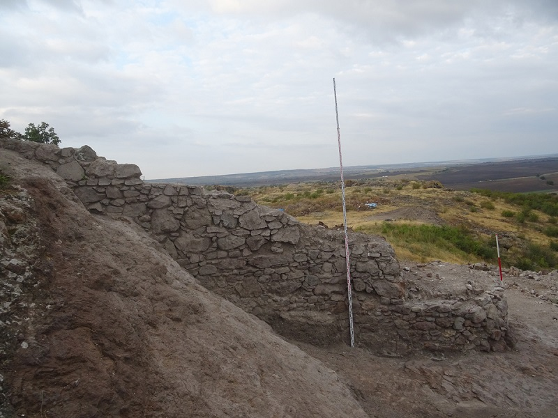 Неизвестна крепостна стена и кула откриха археолозите на крепостта Русокастро