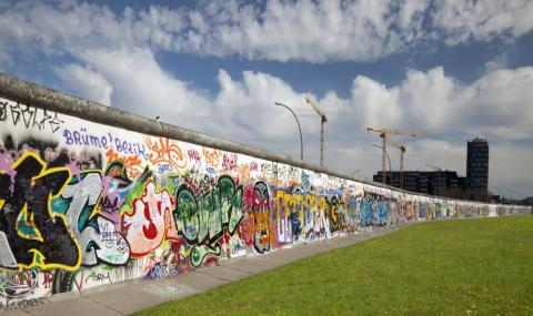 Google отбелязва 30 години от падането на Берлинската стена