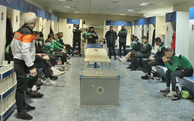 Футболният Нефтохимик започна подготовка за втория полусезон