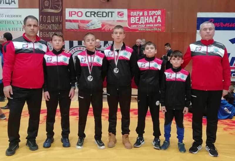 Руенските борци с два нови медала от последното им състезание за годината