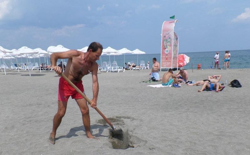 Инвалид: Няма рампа до плажа. Концесионерът твърди обратното