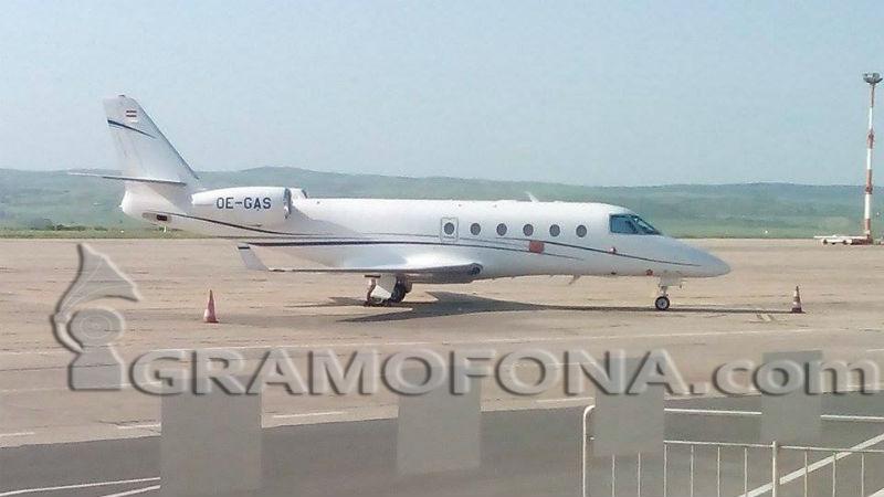 Зинедин Зидан и Волфганг Ниербах се разминаха на бургаското летище