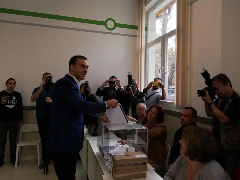 Димитър Николов: Гласувах Бургас да успее
