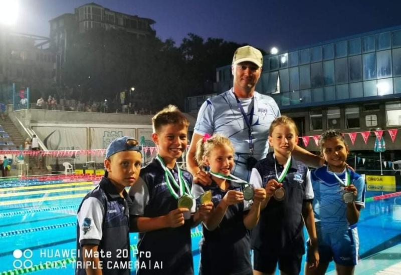 """Бургаските """"Акули"""" взеха куп отличия от летните турнири по плуване"""
