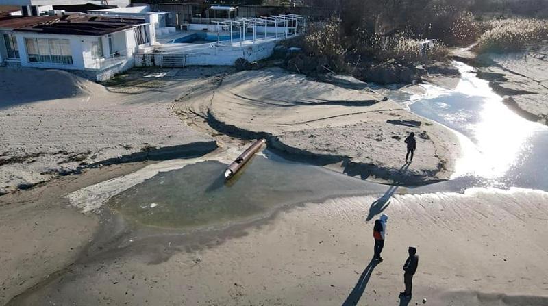 Счупена ВиК тръба унищожава плажа в Крайморие
