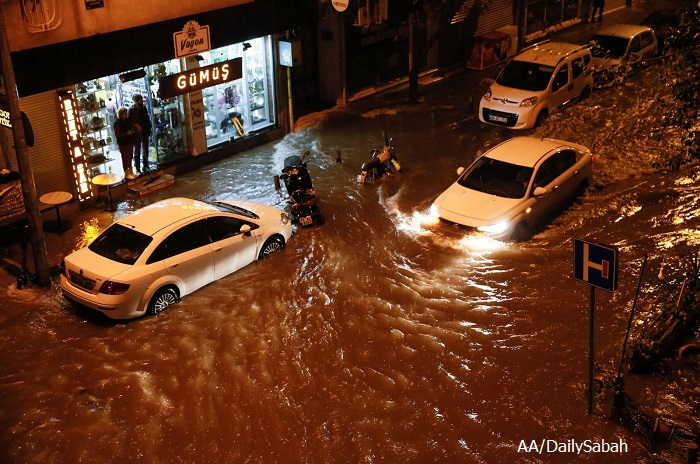 Бедствено положение в Измир заради поройни дъждове